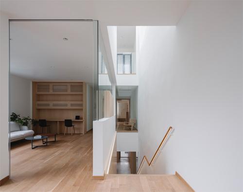 Những bức tường kính sẽ xóa mờ không gian chức năng của các căn phòng.